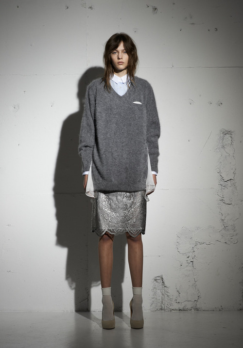 http://www.fashionsnap.com/collection/sacai/luck/2013-14aw/gallery/index2.php