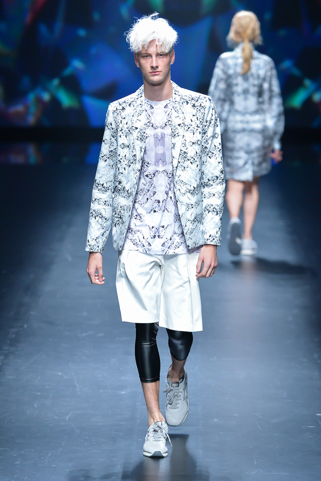 http://www.fashionsnap.com/collection/atsushi-nakashima/2015ss/gallery/index6.php
