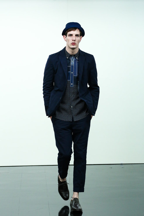 http://www.fashionsnap.com/collection/comme-des-garcons/homme/2015ss/gallery/index5.php