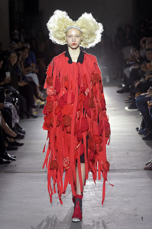 http://www.fashionsnap.com/collection/comme-des-garcons/2015ss/gallery/