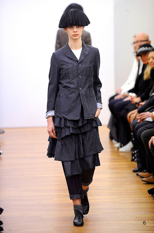 http://www.fashionsnap.com/collection/comme-des-garcons/comme-des-garcons/2015ss/gallery/index6.php