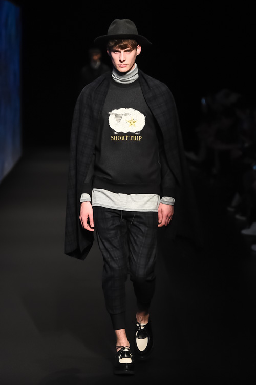 http://www.fashion-press.net/collections/gallery/16061/279355