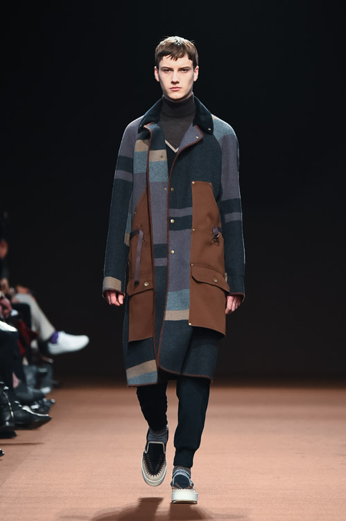 http://www.fashion-press.net/collections/gallery/14894/256001