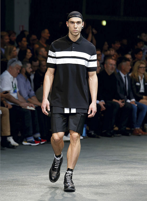 http://www.fashionsnap.com/collection/givenchy/mens/2015ss/gallery/index23.php