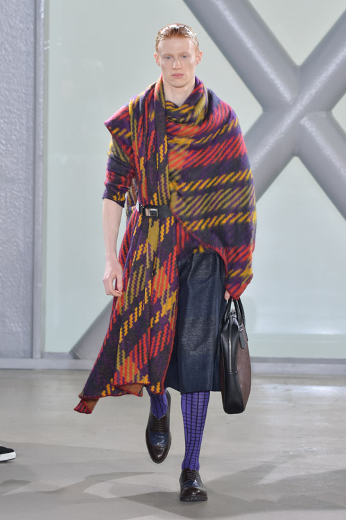 http://www.fashionsnap.com/collection/issey-miyake/2015-16aw/gallery/index69.php