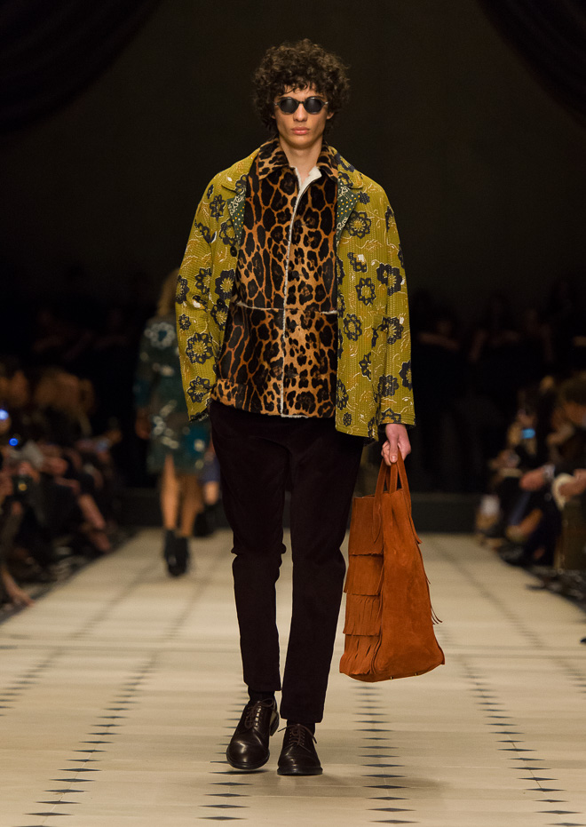 http://www.fashionsnap.com/collection/burberry-prorsum//2015-16aw/gallery/index26.php