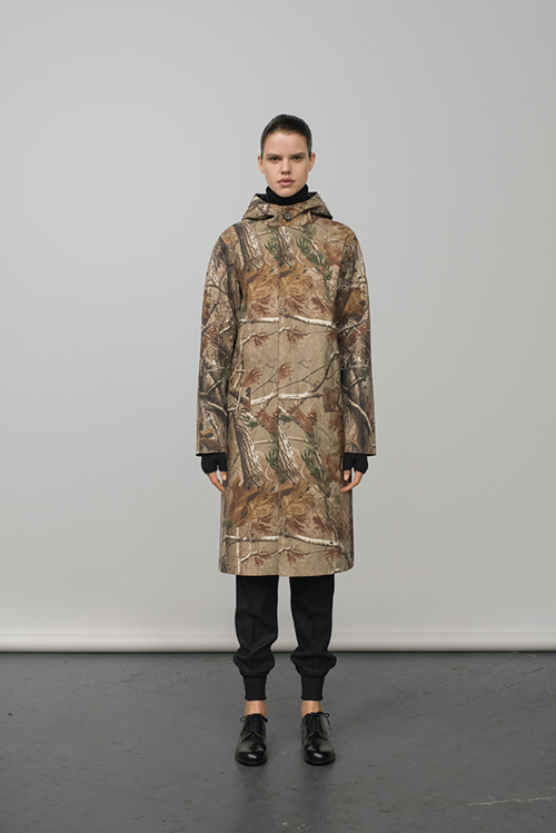 http://www.fashion-press.net/collections/gallery/16239/282102