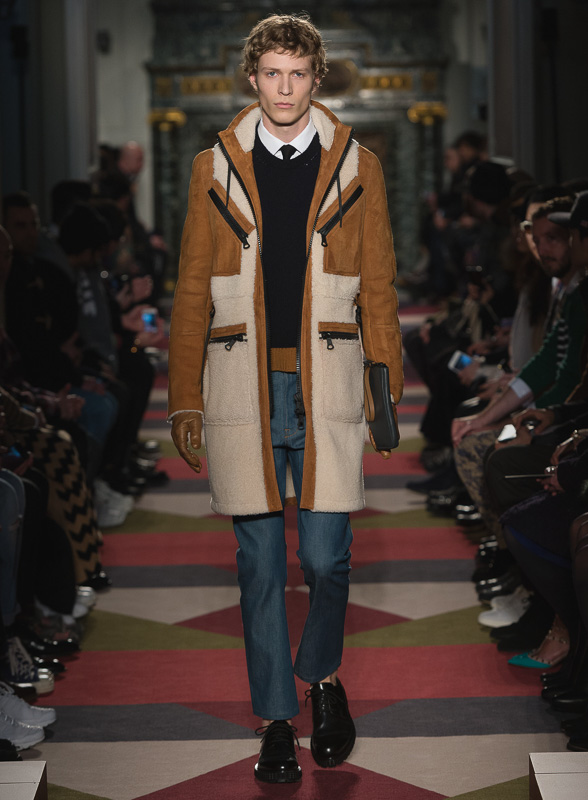 http://www.fashionsnap.com/collection/valentino/mens/2015-16aw/gallery/index17.php