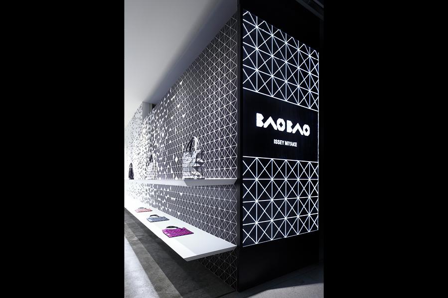 http://www.moment-design.com/works/space/BAO_BAO_ISSEY_MIYAKE__Shinjuku/index.html