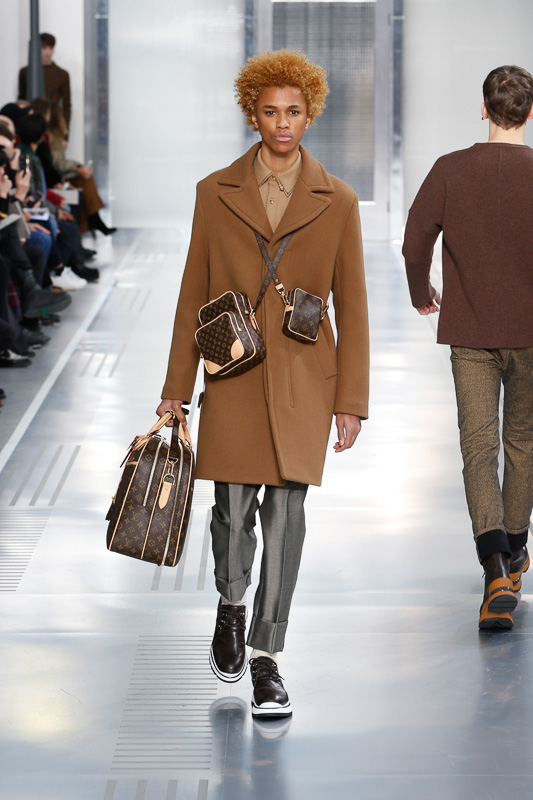 http://www.fashionsnap.com/collection/louis-vuitton/mens/2015-16aw/gallery/index10.php