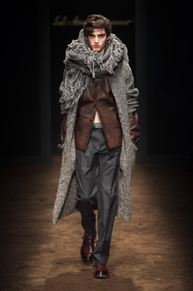 http://www.fashionsnap.com/collection/salvatore-ferragamo/man/2015-16aw/gallery/