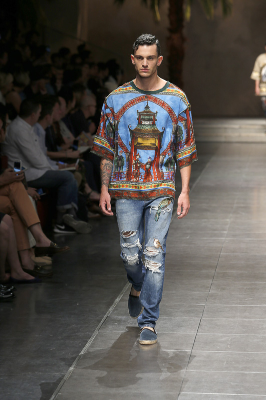 http://www.fashionsnap.com/collection/dolcegabbana/man/2016ss/gallery/index35.php