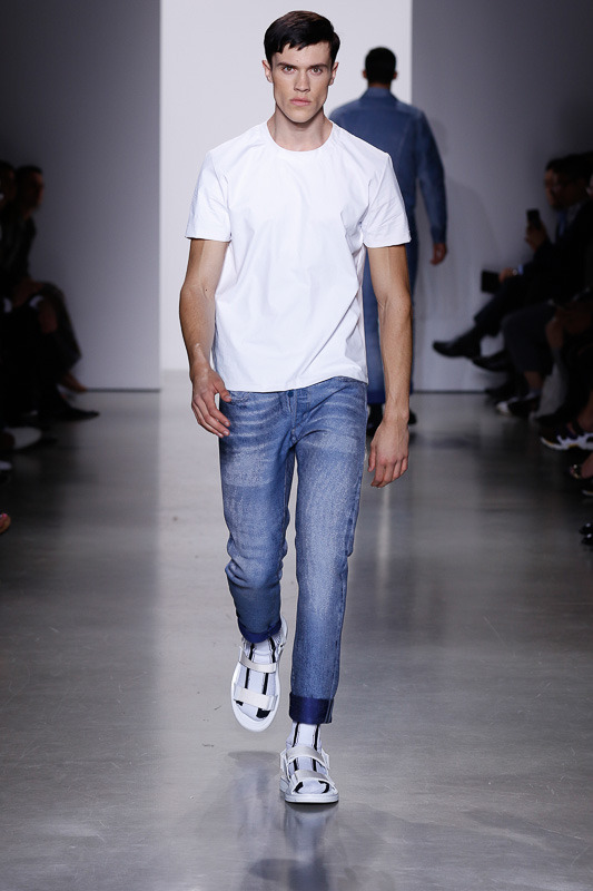 http://www.fashionsnap.com/collection/calvin-klein-collection/mens/2016ss/gallery/index28.php
