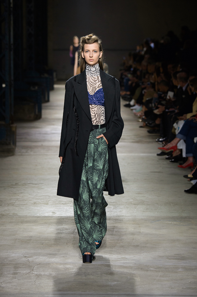 http://www.fashionsnap.com/collection/dries-van-noten/womens/2016ss/gallery/index48.php