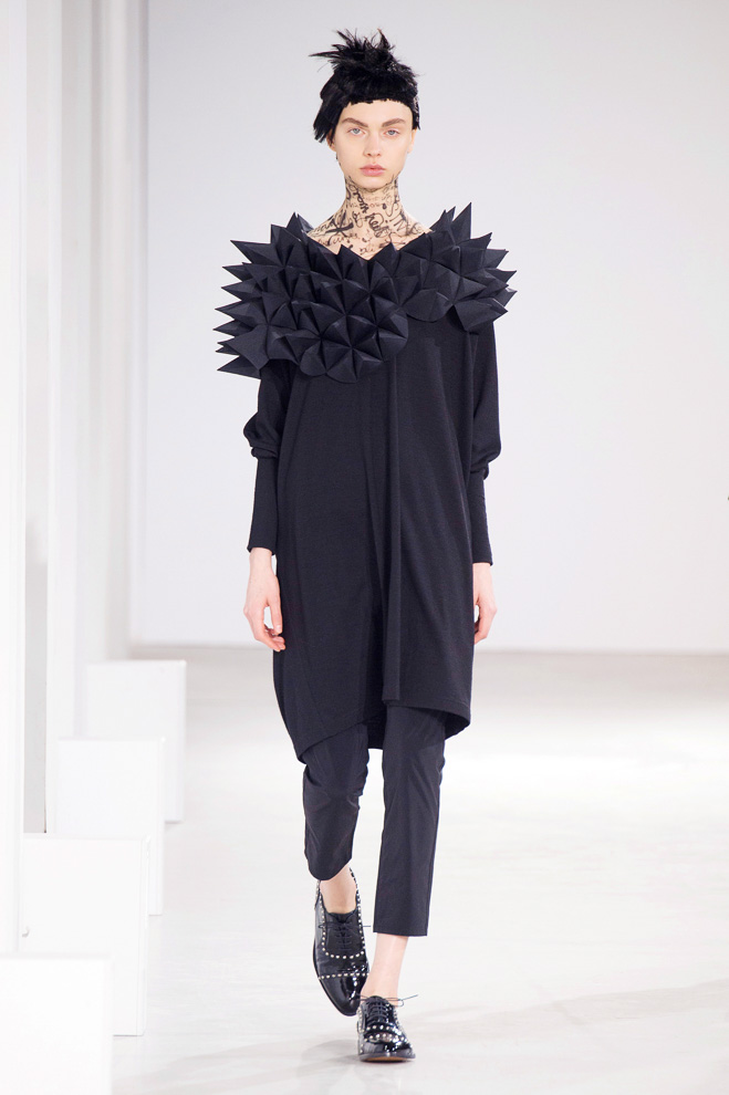 http://www.fashionsnap.com/collection/comme-des-garcons/junya-watanabe/2015-16aw/gallery/index26.php