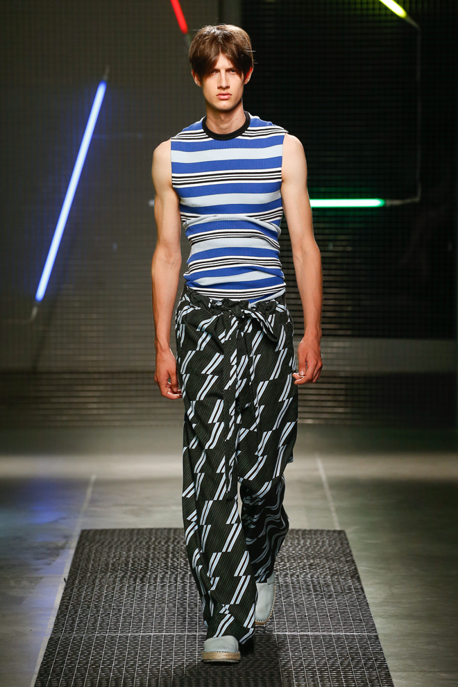 http://www.fashionsnap.com/collection/msgm/mens/2016ss/gallery/index26.php