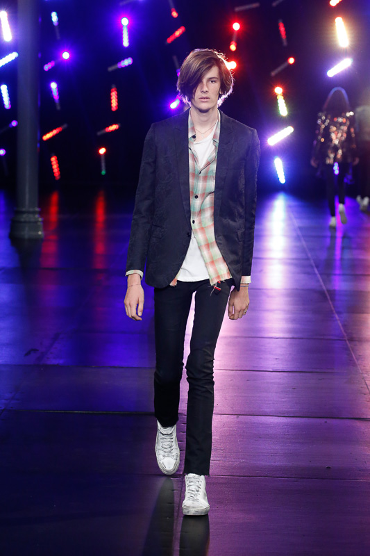 http://www.fashionsnap.com/collection/saint-laurent/mens/2016ss/gallery/index60.php