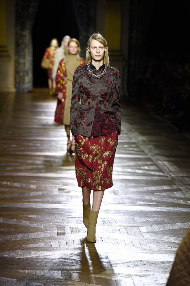 http://www.fashionsnap.com/collection/dries-van-noten/2015-16aw/gallery/index2.php