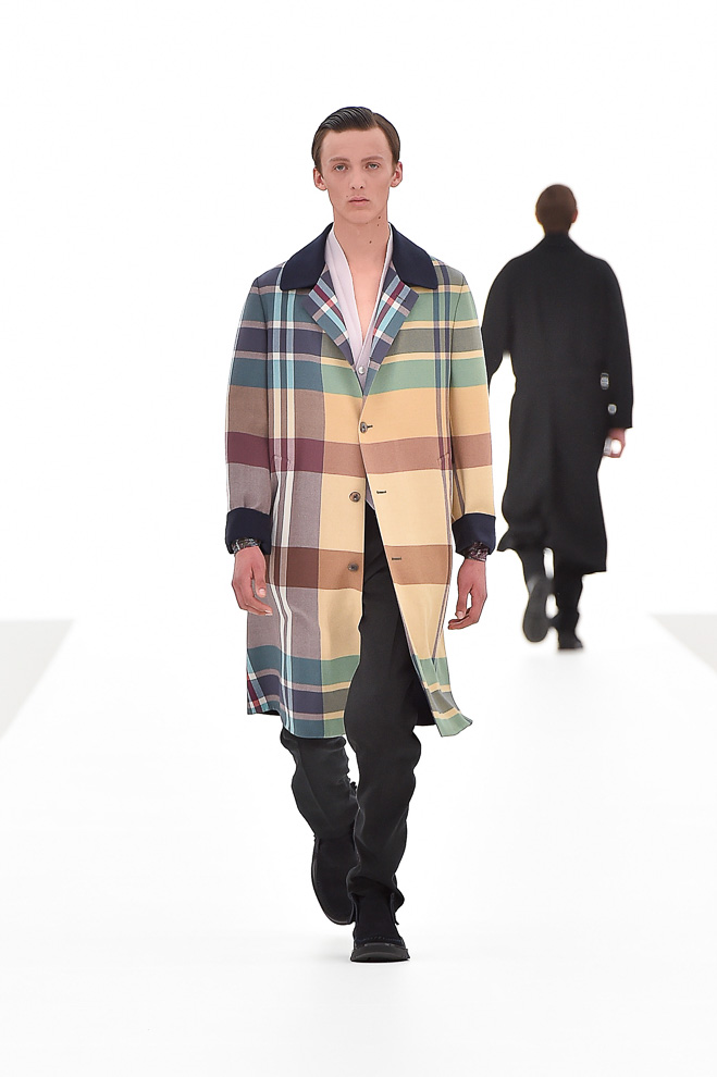 http://www.fashionsnap.com/collection/zegna/ermenegildo/2016ss/gallery/index9.php