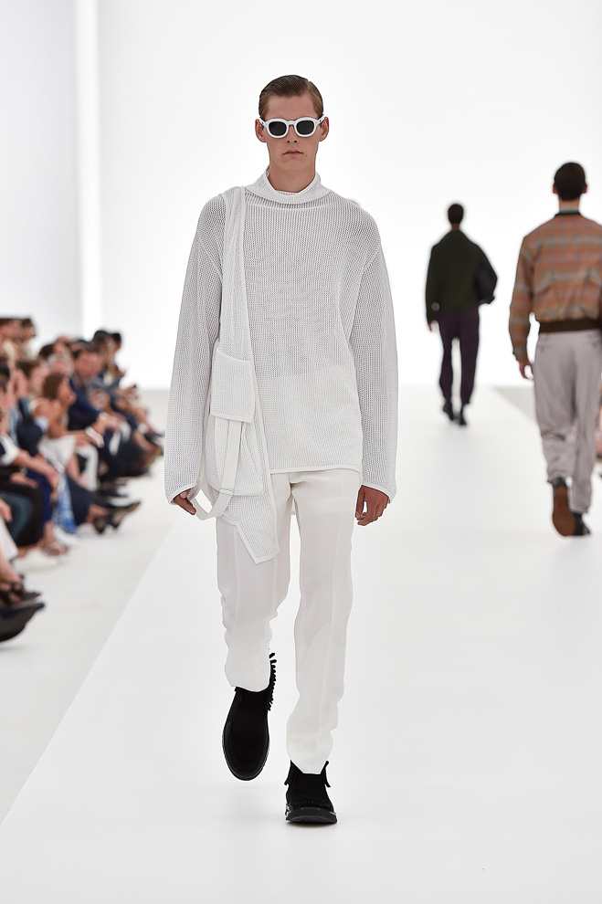 http://www.fashionsnap.com/collection/zegna/ermenegildo/2016ss/gallery/index32.php