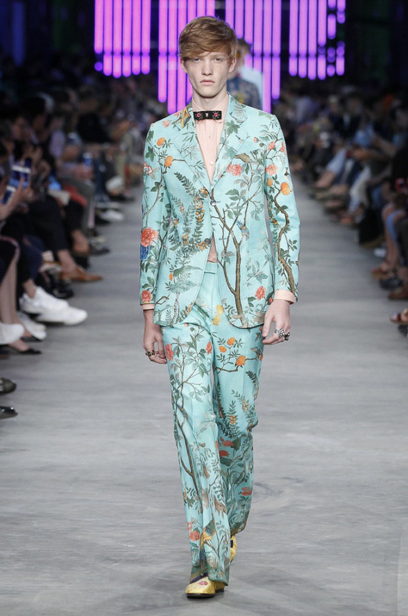 http://www.fashionsnap.com/collection/gucci/mens/2016ss/gallery/index19.php