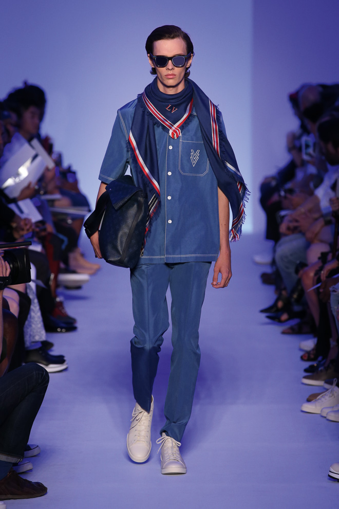 http://www.fashionsnap.com/collection/louis-vuitton/mens/2016ss/gallery/index18.php
