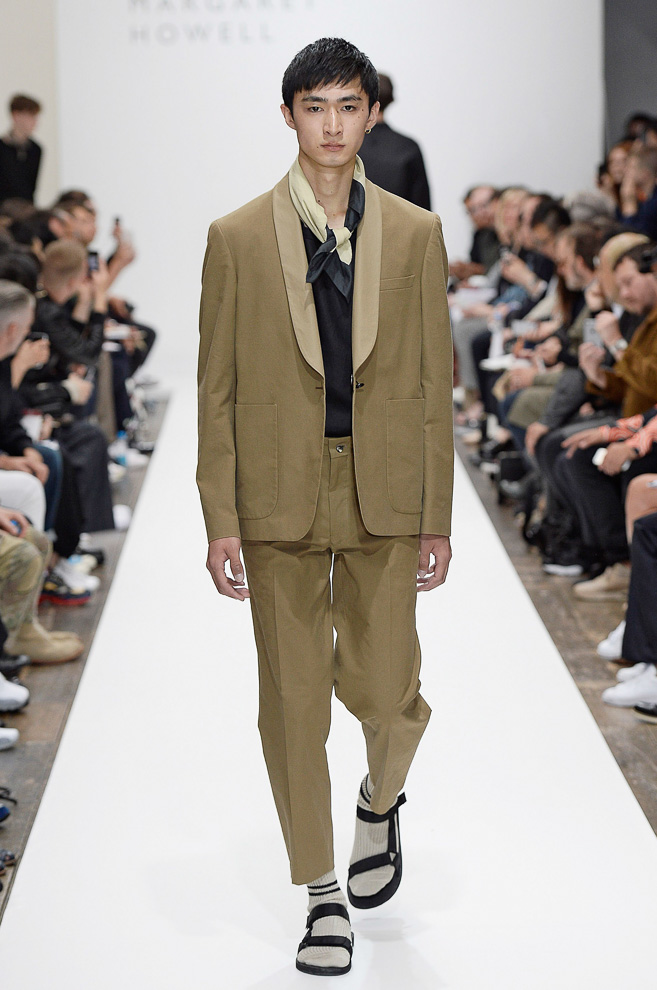 http://www.fashionsnap.com/collection/margaret-howell/mens/2016ss/gallery/index10.php
