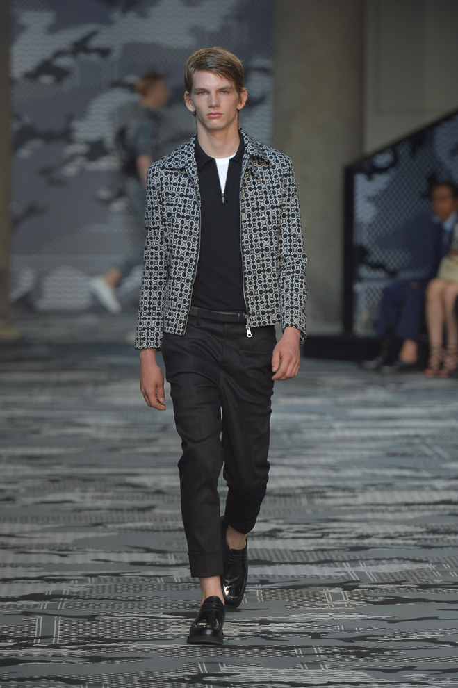 http://www.fashionsnap.com/collection/neil-barrett/mens/2016ss/gallery/index26.php