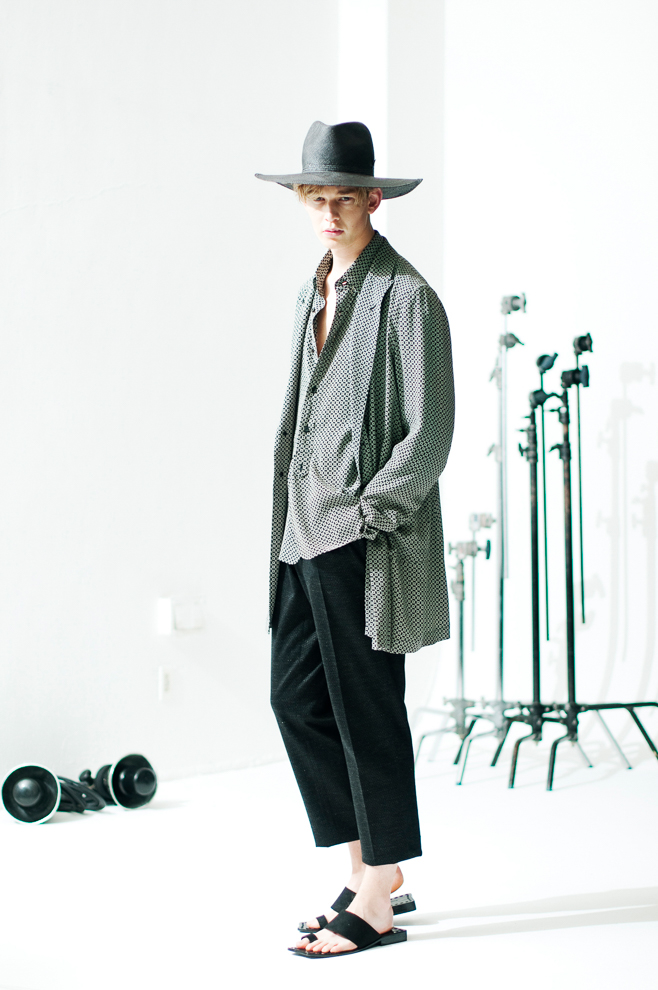 http://www.fashionsnap.com/collection/robes-confections/mens/2016ss/gallery/index5.php