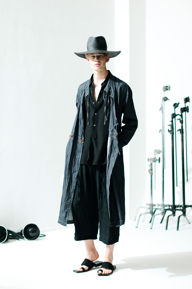 http://www.fashionsnap.com/collection/robes-confections/mens/2016ss/gallery/index27.php