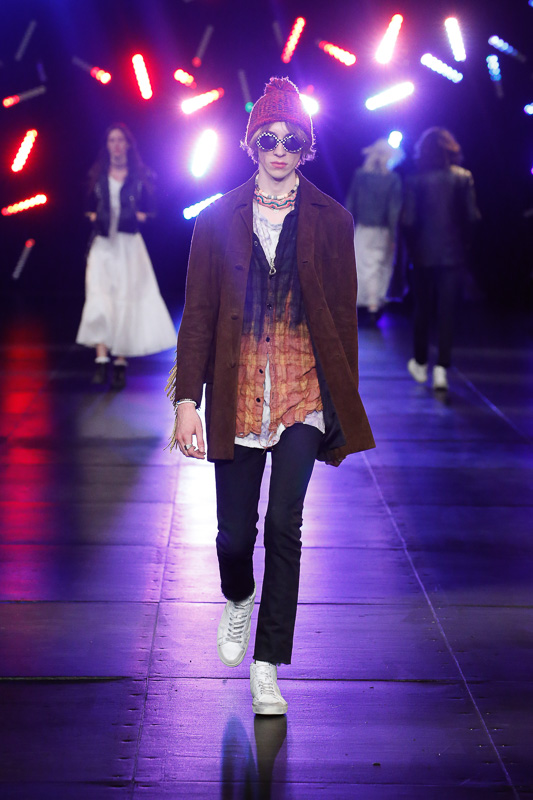 http://www.fashionsnap.com/collection/saint-laurent/mens/2016ss/gallery/index52.php