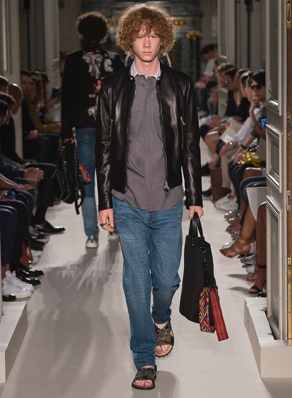 http://www.fashionsnap.com/collection/valentino/mens/2016ss/gallery/index69.php