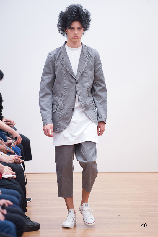 http://www.fashionsnap.com/collection/comme-des-garcons/shirt/2016ss/gallery/index40.php