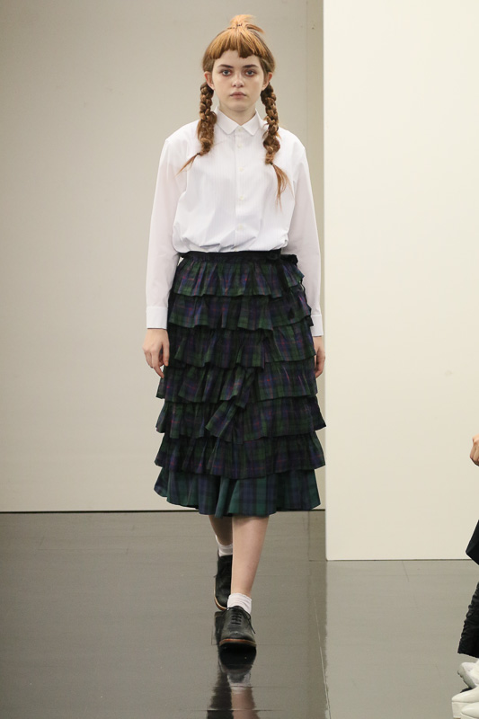 http://www.fashionsnap.com/collection/comme-des-garcons/tricot/2016ss/gallery/index9.php