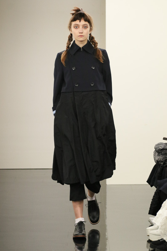 http://www.fashionsnap.com/collection/comme-des-garcons/tricot/2016ss/gallery/index12.php
