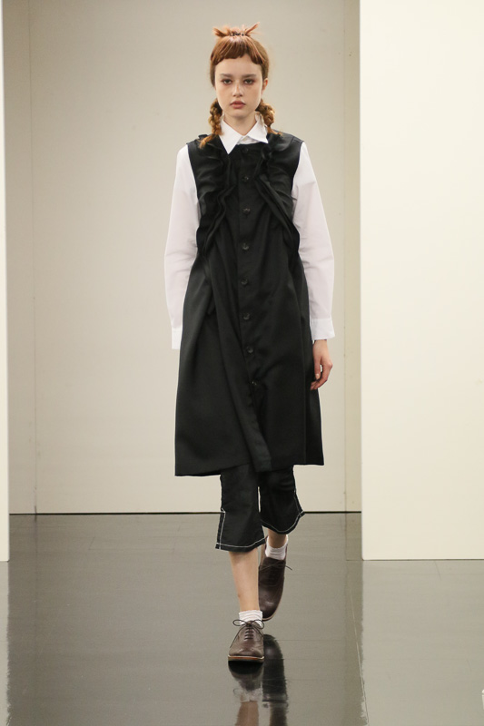 http://www.fashionsnap.com/collection/comme-des-garcons/tricot/2016ss/gallery/index18.php