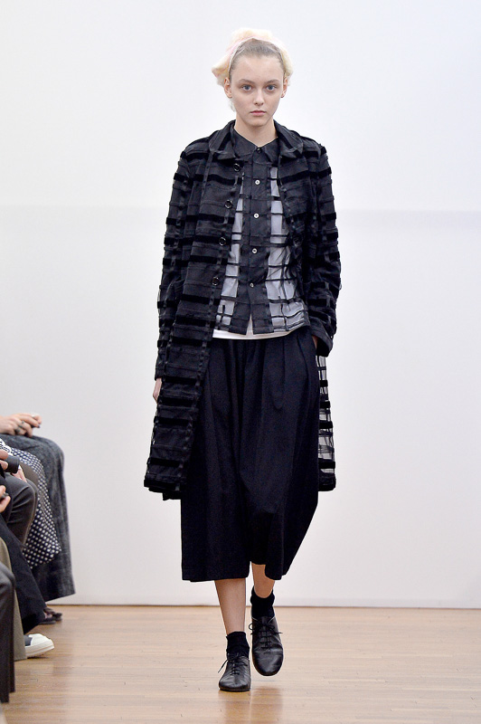 http://www.fashionsnap.com/collection/comme-des-garcons/comme-des-garcons/2016ss/gallery/index14.php