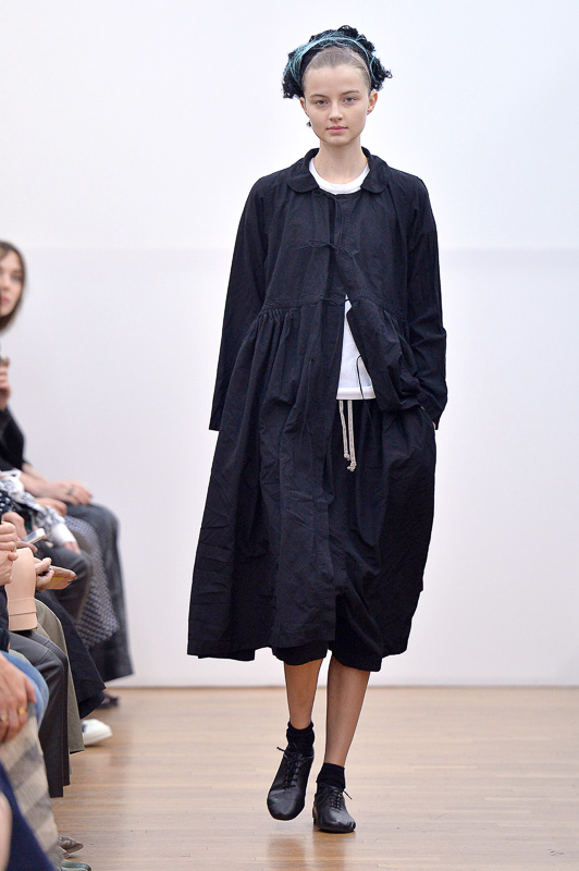 http://www.fashionsnap.com/collection/comme-des-garcons/comme-des-garcons/2016ss/gallery/index15.php