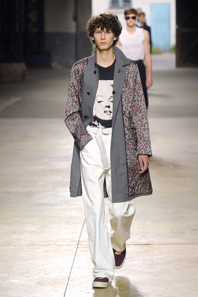 http://www.fashionsnap.com/collection/dries-van-noten/mens/2016ss/gallery/