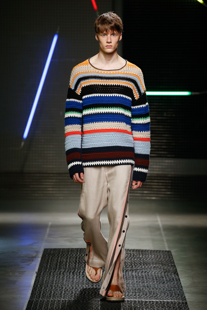 http://www.fashionsnap.com/collection/msgm/mens/2016ss/gallery/index17.php