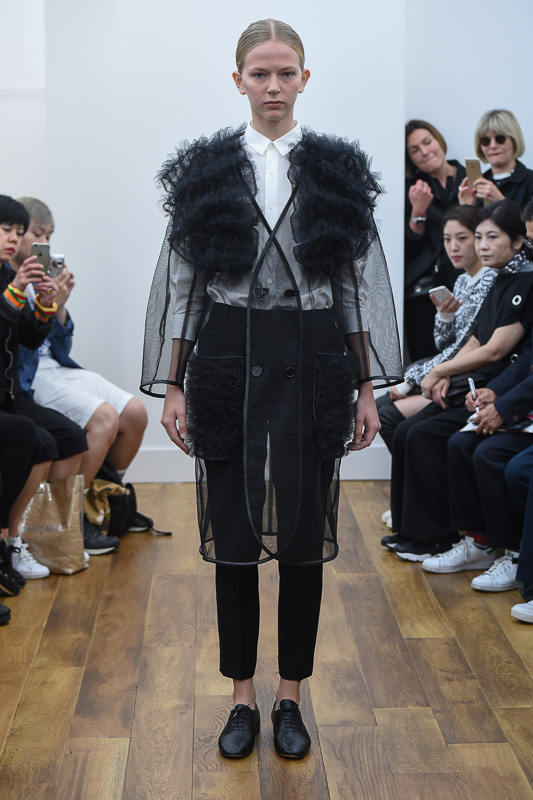 http://www.fashionsnap.com/collection/comme-des-garcons/noir/2016ss/gallery/index4.php
