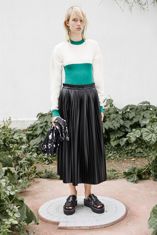 http://www.fashionsnap.com/collection/maison-martin-margiela/mm6/paris/gallery/index5.php