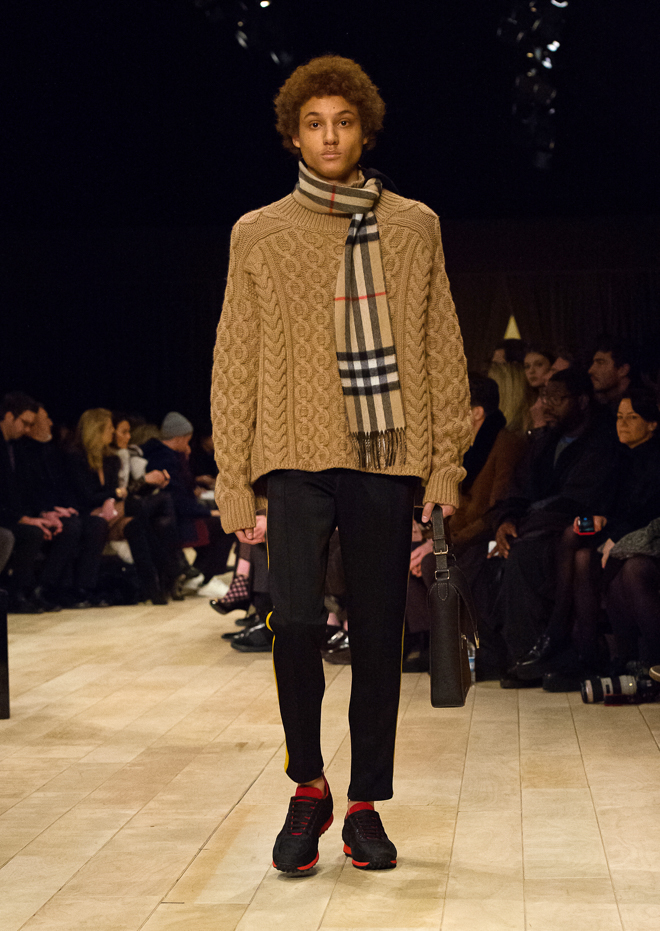 http://www.fashionsnap.com/collection/burberry/mens/2016-17aw/gallery/index27.php