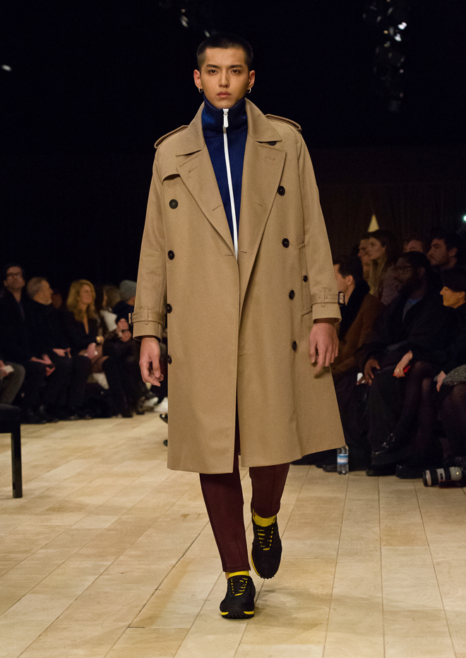 http://www.fashionsnap.com/collection/burberry/mens/2016-17aw/gallery/index31.php