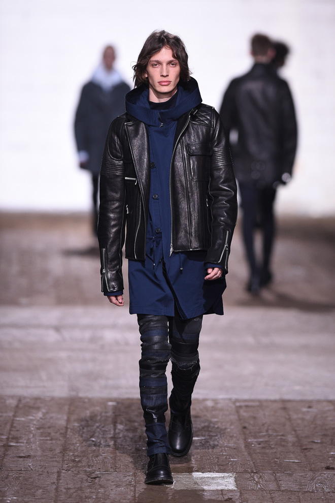 http://www.fashionsnap.com/collection/diesel-black-gold/mens/2016-17aw/gallery/index26.php