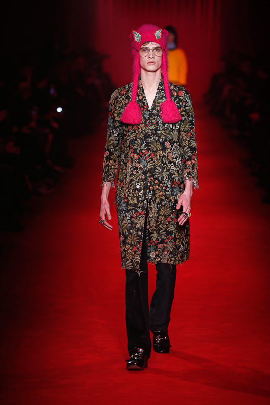 http://www.fashionsnap.com/collection/gucci/mens/2016-17aw/gallery/index36.php