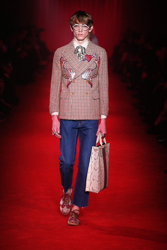 http://www.fashionsnap.com/collection/gucci/mens/2016-17aw/gallery/index39.php