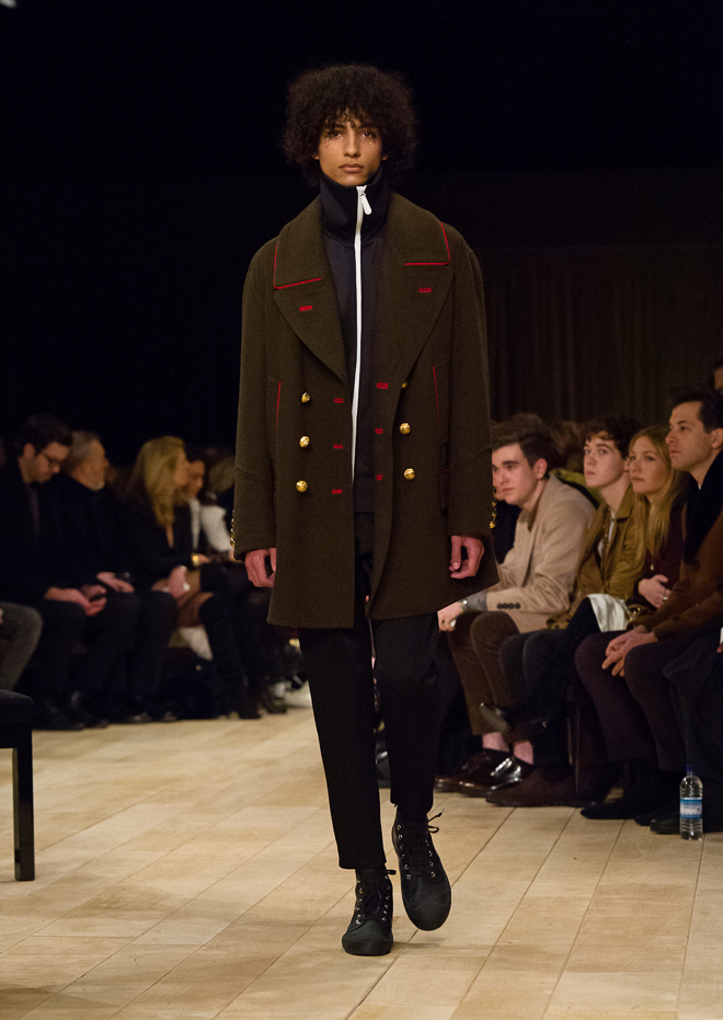http://www.fashionsnap.com/collection/burberry/mens/2016-17aw/gallery/index10.php
