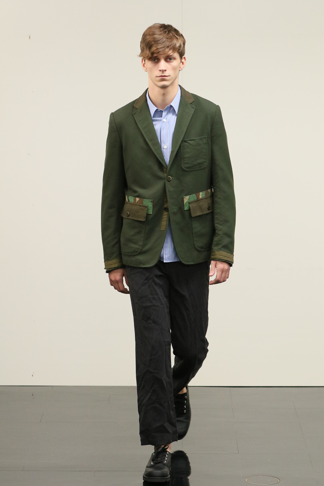 http://www.fashionsnap.com/collection/comme-des-garcons/homme/2016-17aw/gallery/index7.php