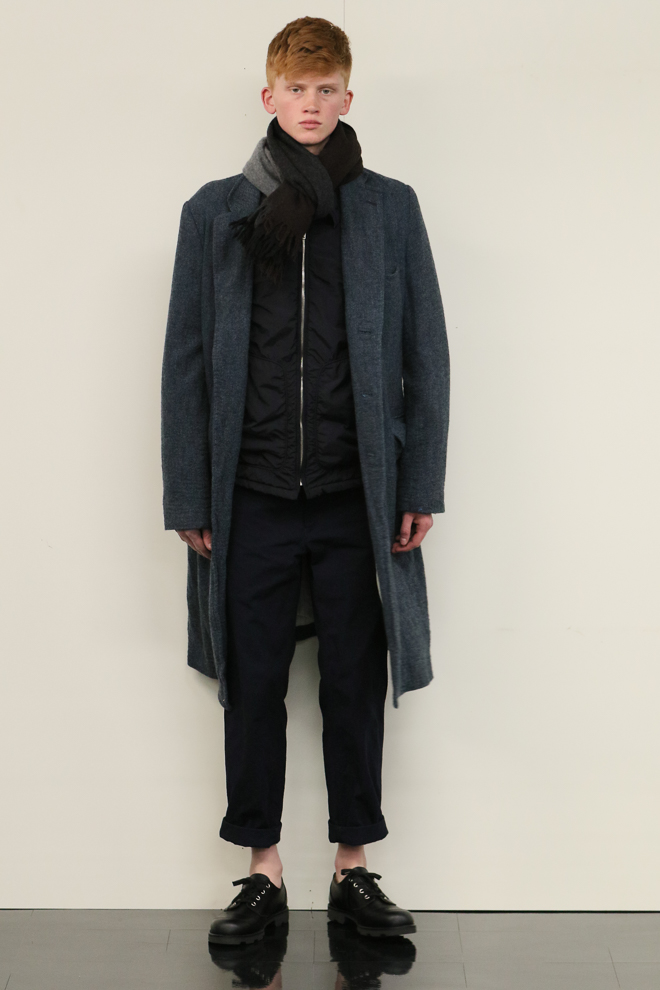 http://www.fashionsnap.com/collection/comme-des-garcons/homme/2016-17aw/gallery/index40.php